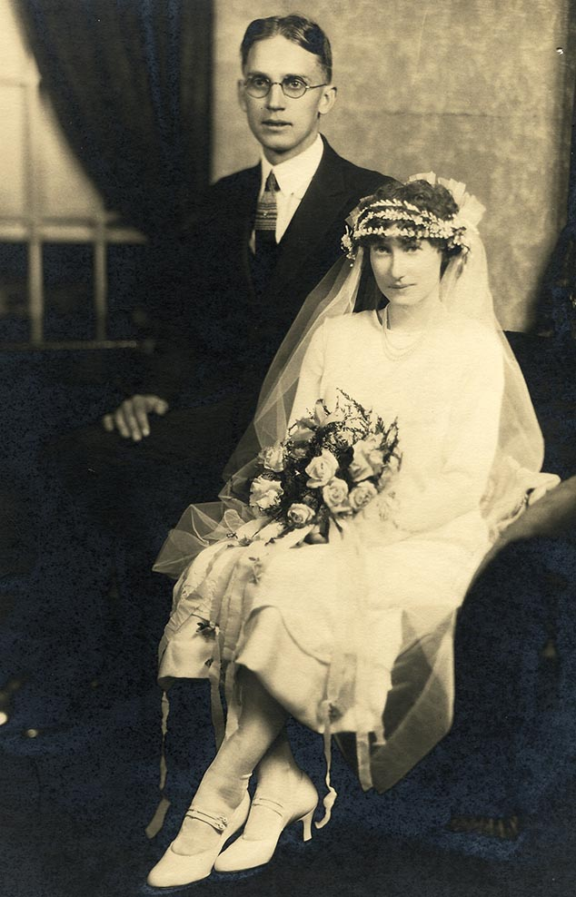 Wedding picture of Marysville couple. VR700.1276