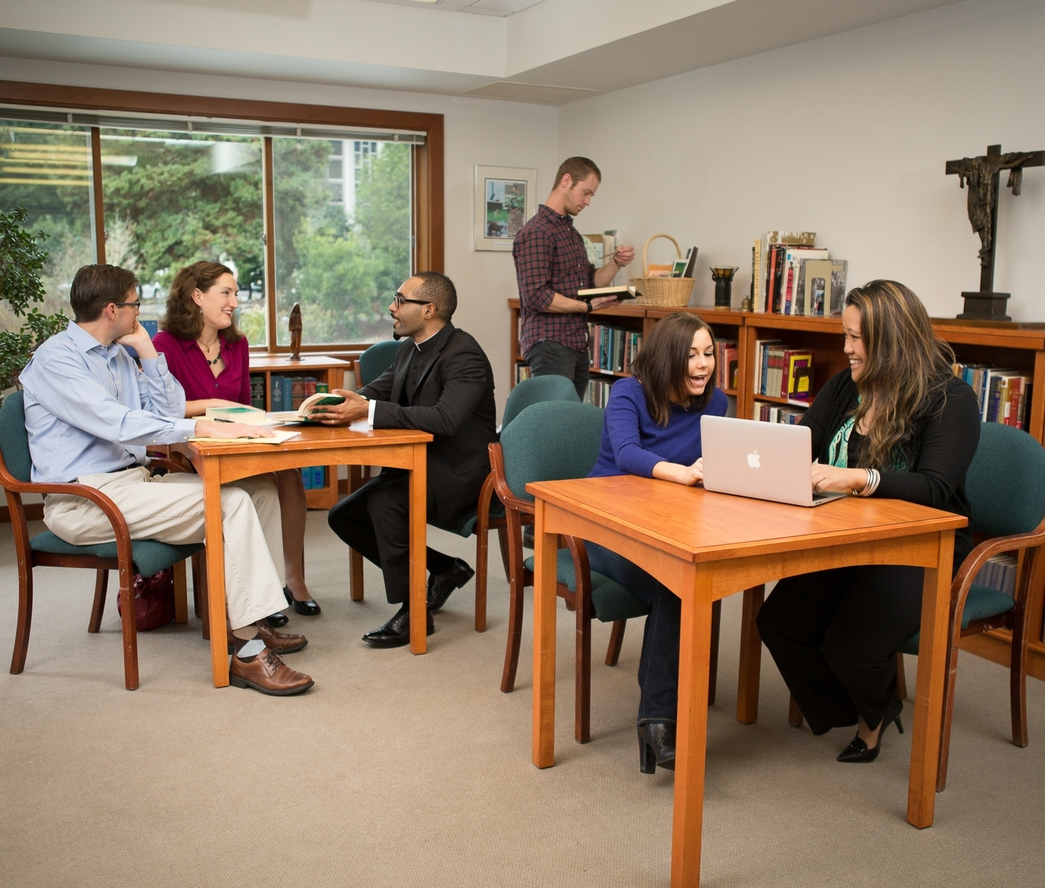 Retreat_Library_Group_I3